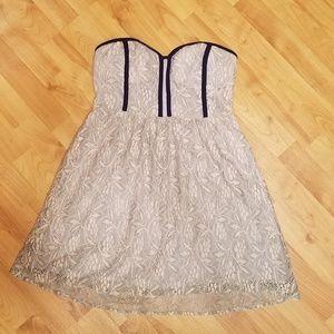 PINS & NEEDLES   strapless dress